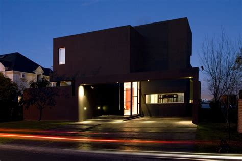 casa negra the black house by andres remy arquitectos architecture