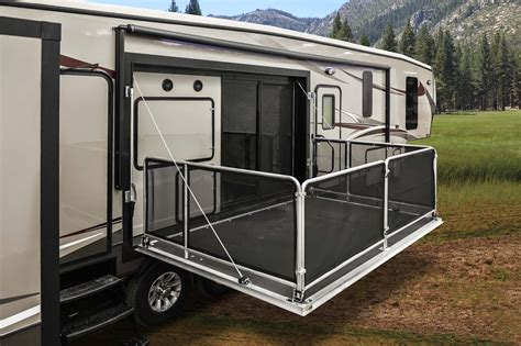 Rv With Patio by Heartland Gateway Fiver Offers Side Patio Area Rv Business