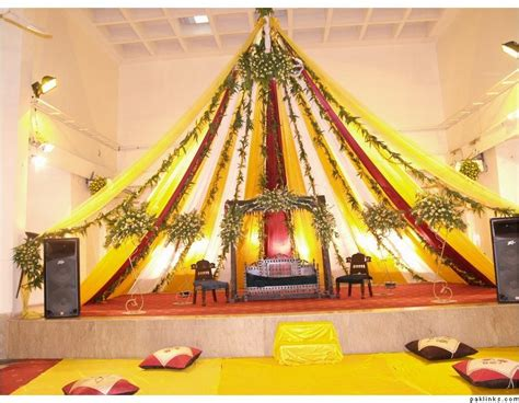 Simple Mehndi Stage Decoration by Ghosia Caterers Flowers Decoration Mehndi Stage
