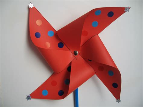 How To Make Paper Spinners - craft with wind spinner