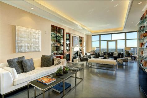 little paintings in yolanda foster home the condo yolanda hadid is selling is all of our