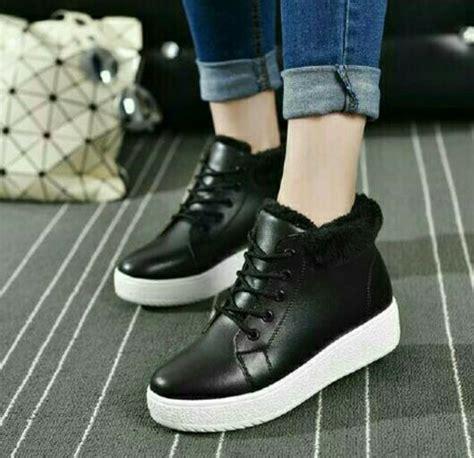 Boots Fashion Wanita Hitam jual sepatu boots wanita cut hitam di lapak family