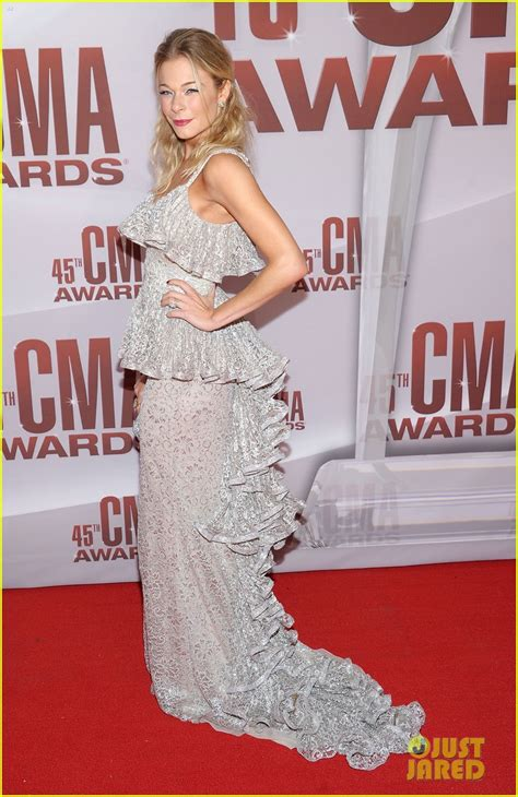Cma Awards Leann Rimes leann rimes cma awards 2011 carpet photo 2598615