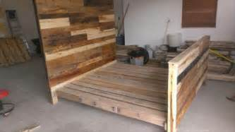 Pallet Bed Frame Diy King Diy Pallet Wood Bed Frame 101 Pallets