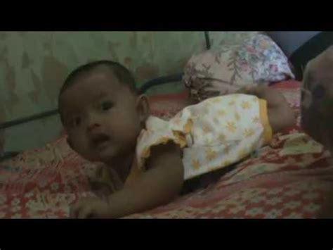 Bebelac Umur 7 Bulan Bayi Umur 3 Bulan Berusaha Untuk Tengkurap
