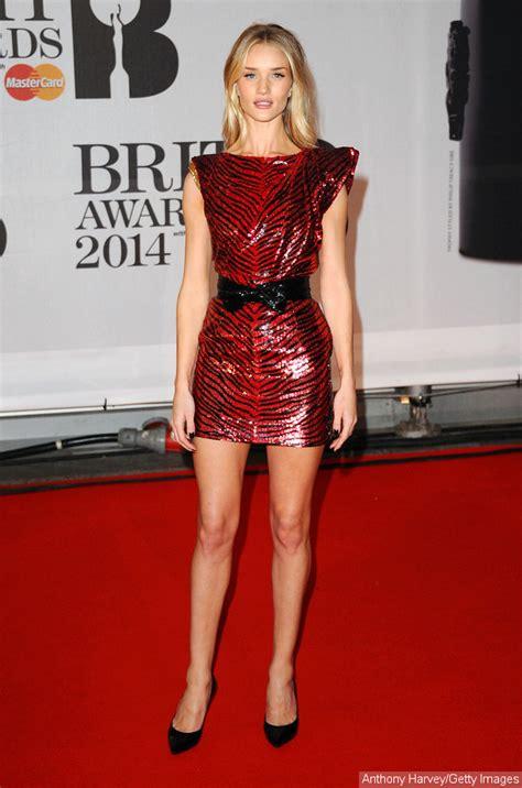 Kaos Beyonce Hitam ora anggun niall horan pakai kruk di carpet brit