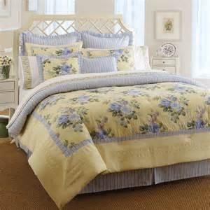Bedspreads And Quilts Beddingstyle Caroline
