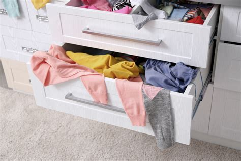 kleiderschrank richtig einräumen ordnung kleiderschrank tipps optimalen einraumen