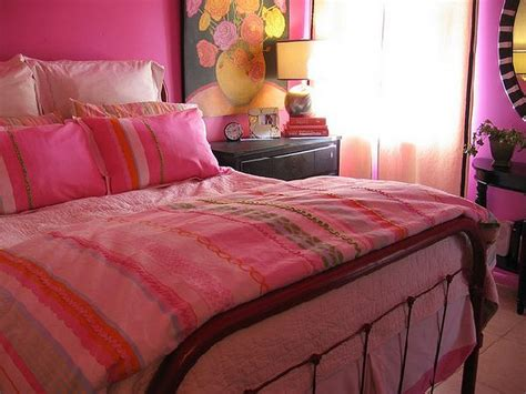 charmong pink bedroom decor with pink bed pink pillows and
