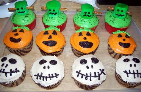 Decorate Cupcakes For Halloween The Tiny Tyrant S Kitchen Halloween Cupcakes