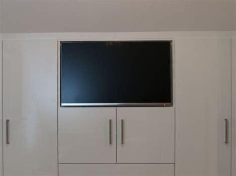 Kleiderschrank Fernseher by Kleiderschrank Integrierter Fernseher Heimatentwurf