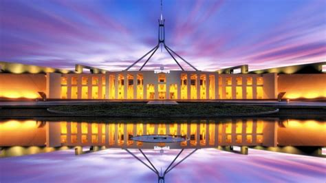 Canberra political tour: A politician's insider tour of