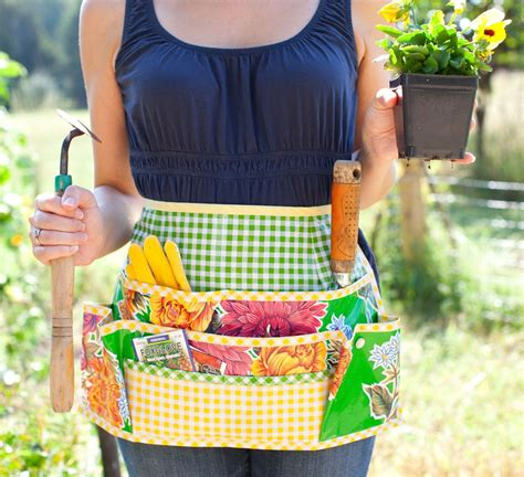pattern gardening apron oilcloth make up tray a giveaway whipstitch
