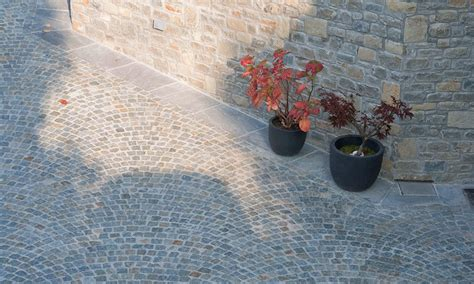 pavimentazione cortili pavimenti in pietra naturale per esterni cortili e