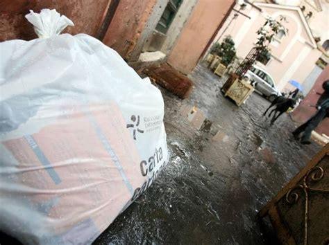 raccolta differenziata porta a porta roma rifiuti al via all eur il porta a porta con smartphone e