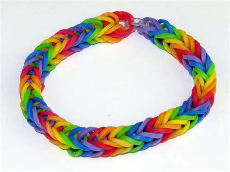 screen image of the fishtail bracelet rainbow loom