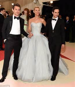 claire danes wedding pictures homeland s claire danes runs with husband hugh dancy along