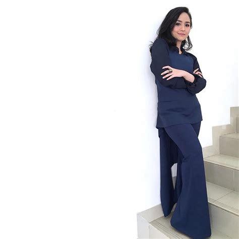 Dress Kemben Hitam Polos Fashion Cewek Anggun foto keren gita gutawa yang cocok untuk cewek