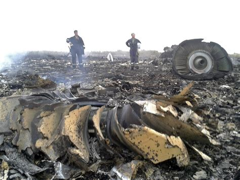 malaysia airlines flight 17 shot down in ukraine how did malaysian plane crash russia border business insider