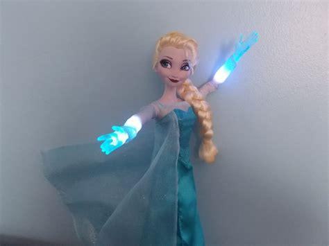 Mainan Boneka Frozen Elsa Walking And Singing D 7 best images about disney frozen elsa singing doll on popular elsa olaf and set of