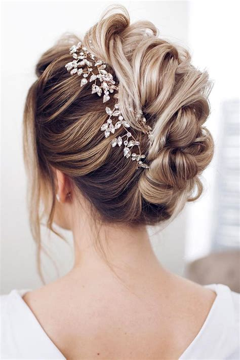 Wedding Hairstyles For Medium Hair by Best 25 Medium Hair Updo Ideas On Hair Updos