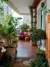 garten und balkon balkon sichtschutz mit pflanzen natur pur auf dem balkon