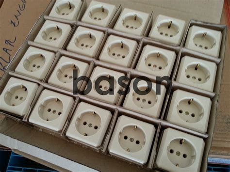 Stop Kontak Broco New Gee Socket Outlet Stop Kontak Inbow 5511u harga jual broco 15410 new gee socket outlet outbow 16a