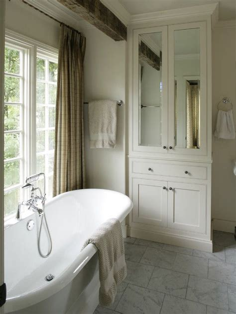 Chic Closet Inc by 25 Best Ideas About Mirror Cabinets On