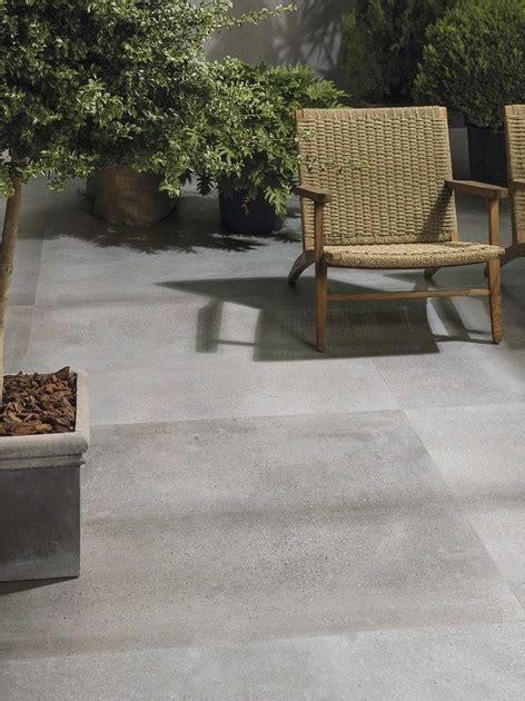 pavimenti per esterni in cemento stato pavimento in gres porcellanato effetto cemento per interni