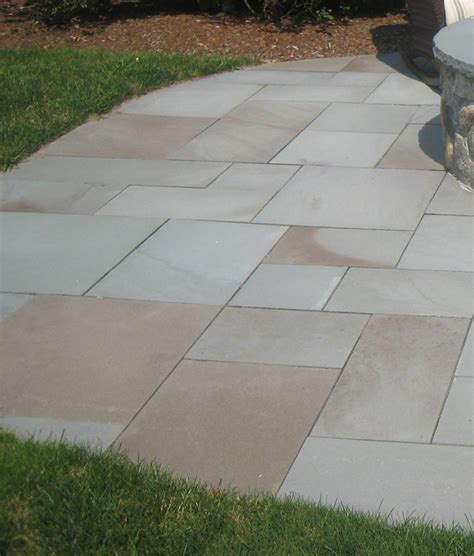 thermal variegated blue pavers neck