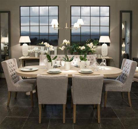 mesa de comedor ligera  ovalada de madera en