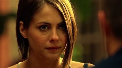 willa holland haircut arrow thea will be in troubles gamers sphere