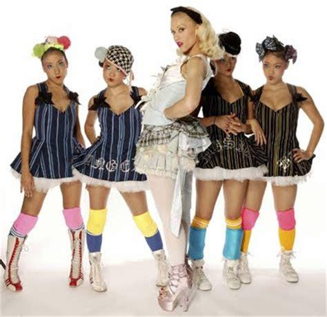 gwen stefani harajuku girls senseless style style queen gwen stefani