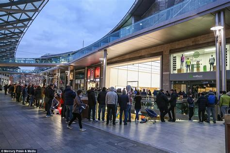 apple fans line up overnight to get their on iphonex