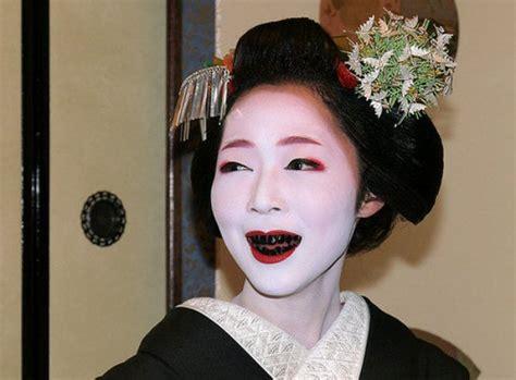 black teeth the black teeth fad fashionable black teeth in history