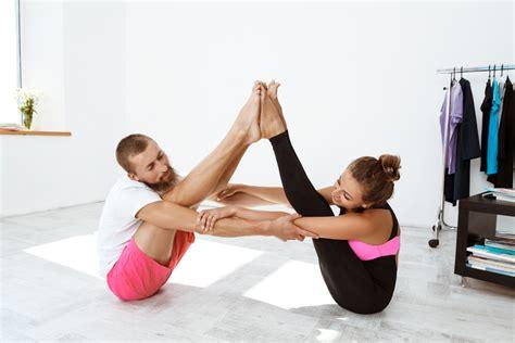 imagenes de yoga para 2 fortalece tu v 237 nculo de pareja con estas asanas de yoga