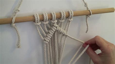 Macrame Half Knot - diagonal half hitch macrame knot