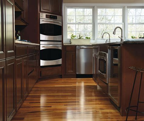 Maple Finish Kitchen Cabinets Maple Wood Kitchen Cabinets Masterbrand