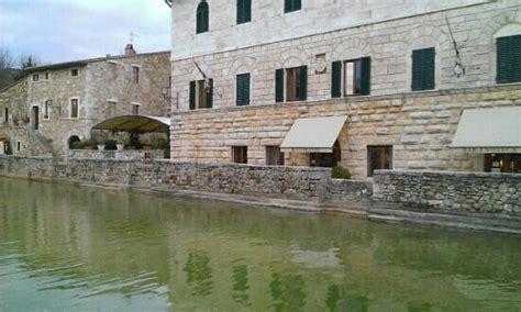 la terrazza bagno vignoni foto di bagno vignoni immagini di bagno vignoni