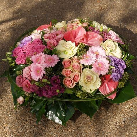 coussin de fleurs deuil coussin de deuil aux teintes pastels blanches et roses