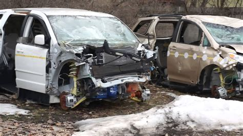cras siena 2014 toyota and dodge caravan wrecked crash