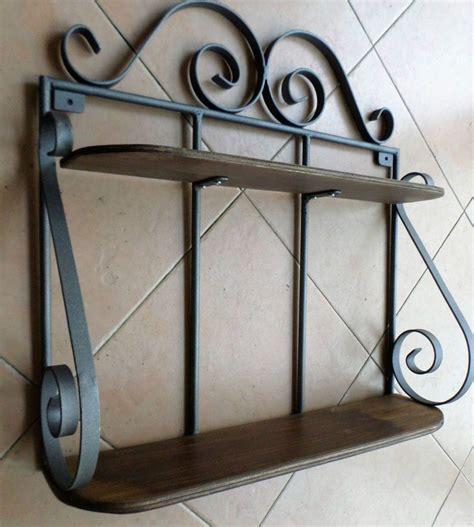 ladari in ferro battuto rustici mensola pensile struttura in ferro battuto e legno rustica