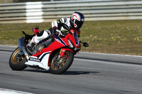 First ride: Honda CBR1000RR Fireblade/SP    Visordown