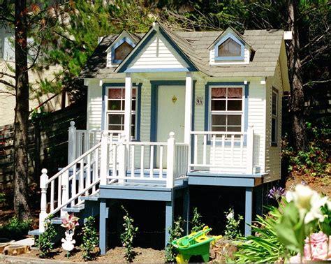 handmade custom crafted playhouse  uncle gregs playhouses custommadecom