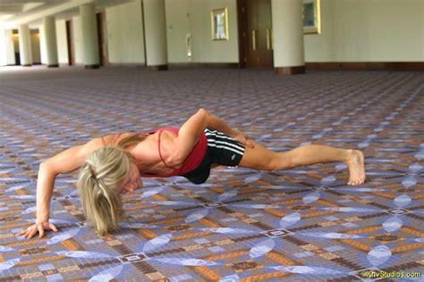 pushups vs bench press 100 pushups vs bench press bodyweight exercises
