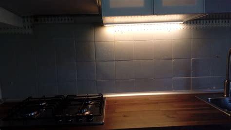 come mettere le piastrelle in cucina quanto costa mettere piastrelle nuove in cucina come