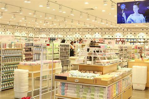 minisos  store hits delhi   fast fashion