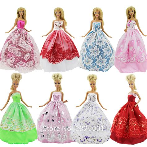 Dress Princess X Luxe random 8 items 3x dresses wedding princess gown 5 pairs of shoes dollhouse accessories