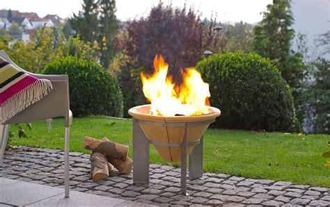 feuerschale keramik mit pfanne und grillrost dergartenshop de feuerspeicher denk keramik