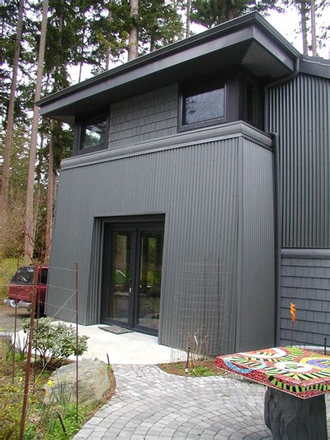 Which Is Better Vinyl Or Metal Siding - what type of home siding should you install redfin
